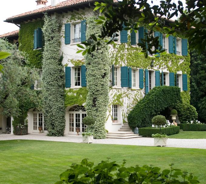 Italian manor in friuli italy by architect michele bonan for Italian country homes