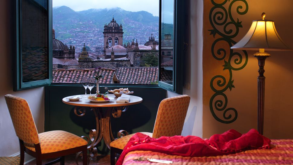 000061-10-guestroom-cusco-old-town-view
