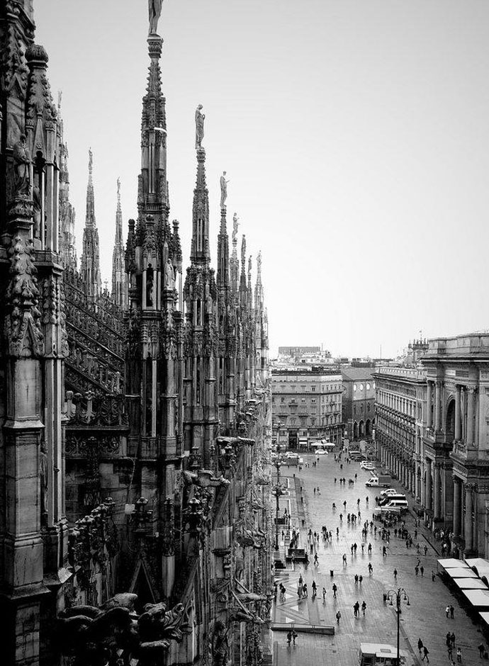 vintage-photos-of-milan-italy-duomo-cathedral-street-view-from-roofgal-9