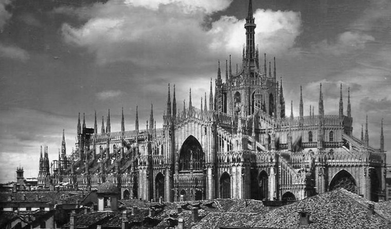 vintage-photos-of-milan-italy-duomo-cathedral-surrounded-by-old-houses-gal-8